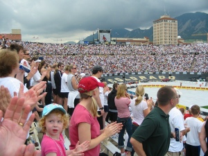 Get on your feet and get ready to great the 2009 ACHA Boulder Boulder Team!